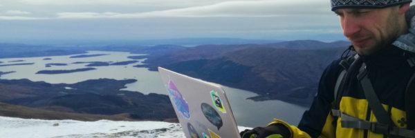 netradiční kancelář na vrcholku Ben Lomond