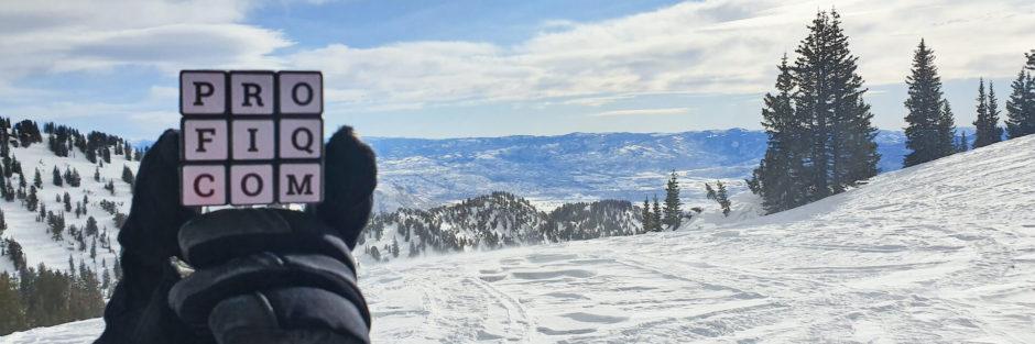 rubikova kostka profiq vyfocená na horách
