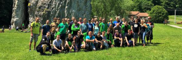 společná fotka z teambuildingu v přírodě
