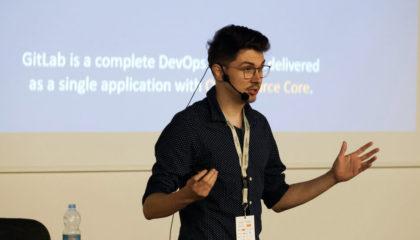 člen týmu profiq přednáší na konferenci TestCrunch